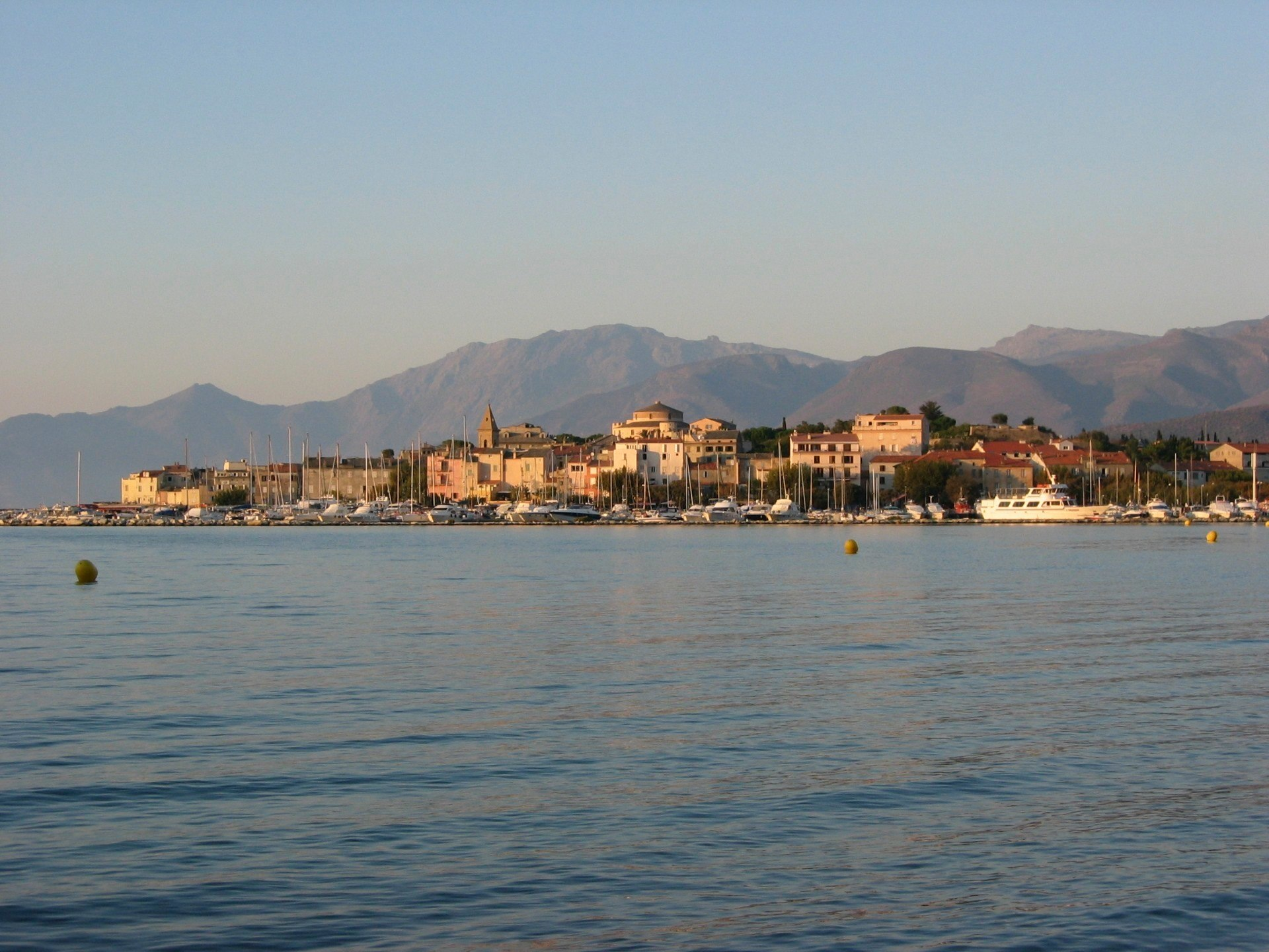 The sun is setting down on St. Florent